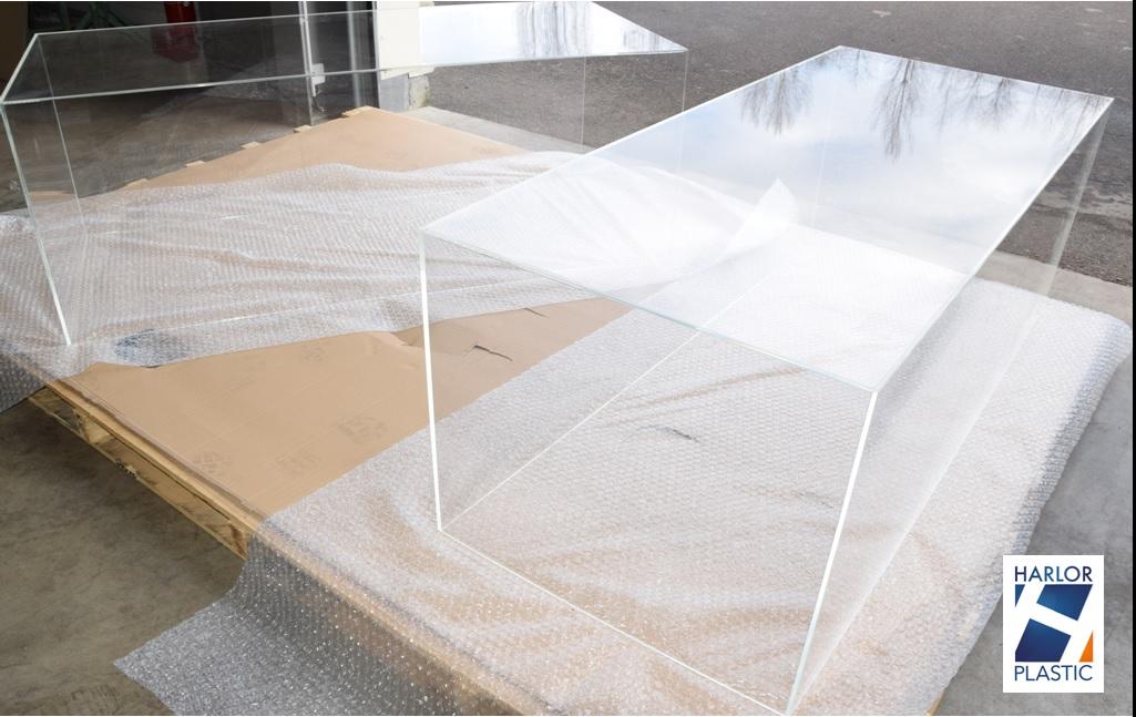 cloche plexi grande dimension harlor. Black Bedroom Furniture Sets. Home Design Ideas